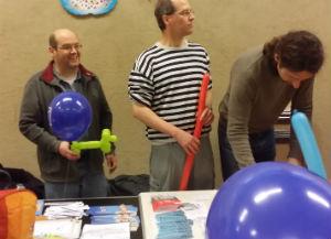 Piraten blasen Luftballons